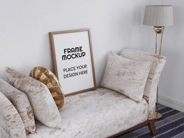 Pusta ramka na zdjęcia makieta na krześle
