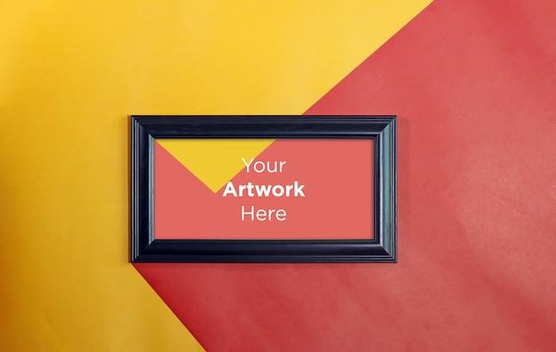 Pusta ramka na zdjęcia makieta projekt na tle papieru czerwony i żółty