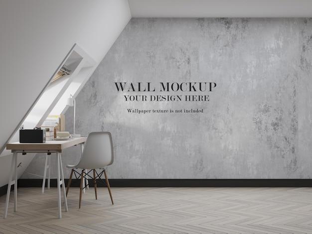 Pusta ściana pokoju na poddaszu do projektowania