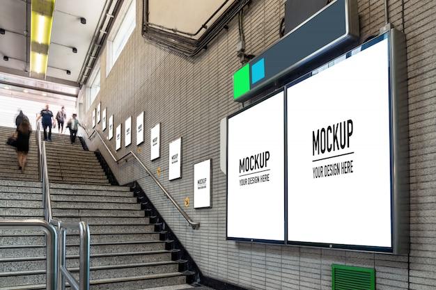 Pusty billboard umieszczony w podziemnej hali lub metrze na reklamę, makieta, migawka o niskiej prędkości