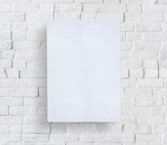 Pusty plakat przed murem