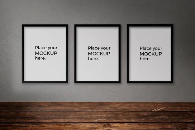 Pusty pokój z kolekcją zdjęć na ścianie