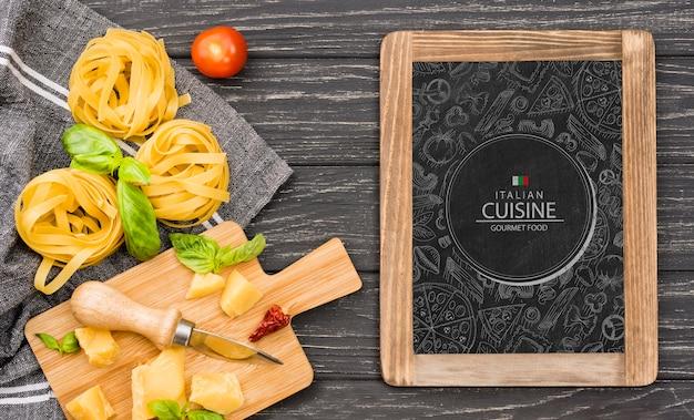Pyszny makaron koncepcja kuchni włoskiej