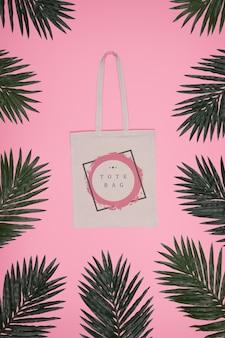 Rama liści z torbą na środku