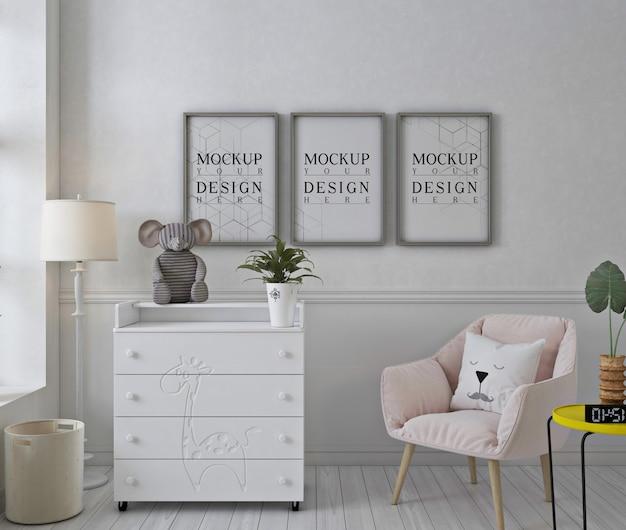 Rama plakatu makieta w białym pokoju dziecięcym
