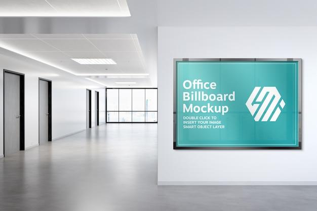 Rama wisząca na makiecie ściany biura