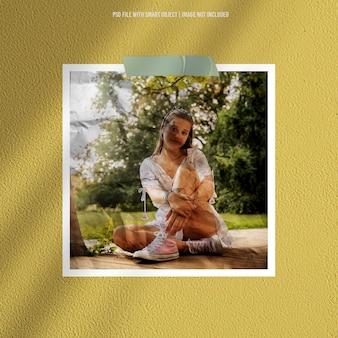 Ramka na zdjęcia makieta polaroid z efektem papieru premium psd