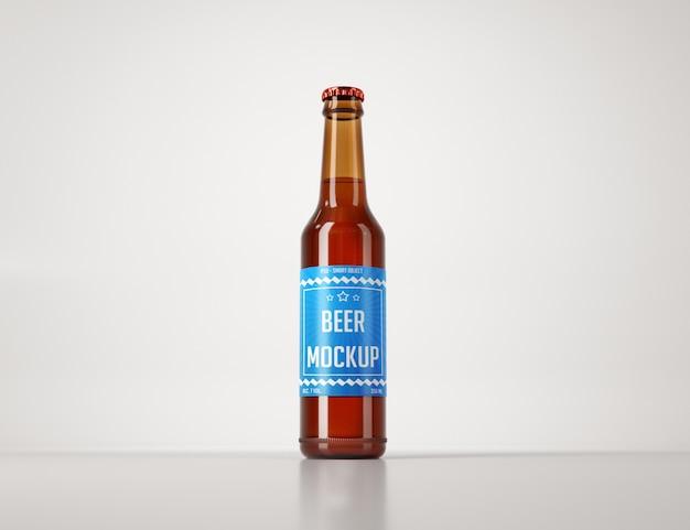 Realistyczna butelka piwa na jasnym tle makieta