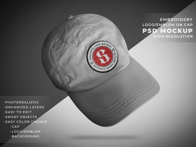 Realistyczna makieta godła lub odznaki na czapce z tkaniny gabardyny