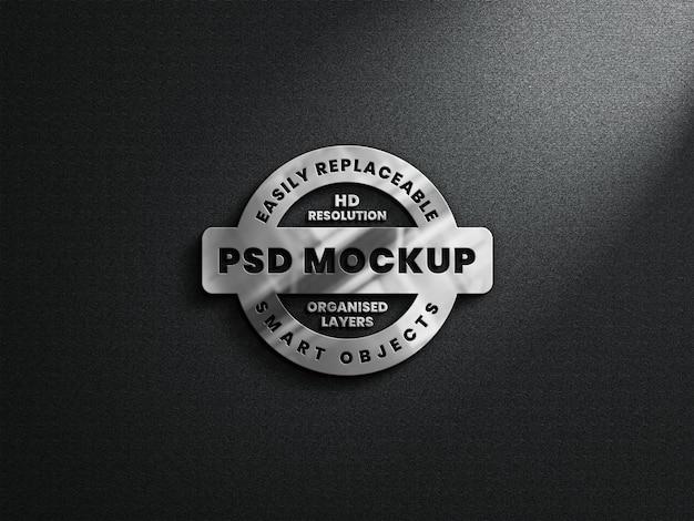 Realistyczna makieta logo 3d z metaliczną teksturą i odbiciem