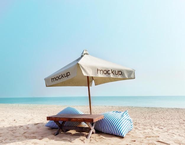 Realistyczna makieta parasola na plaży