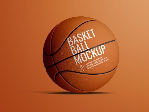 Realistyczna makieta piłki do koszykówki na białym tle