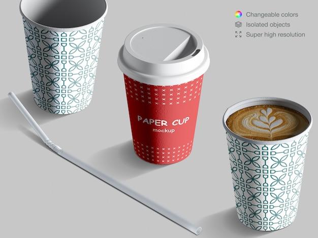 Realistyczne makiety izometrycznych filiżanek kawy ze słomką koktajlową