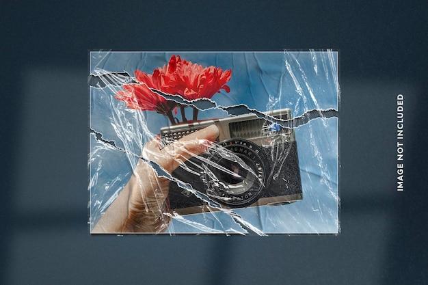 Realistyczny efekt fotograficzny na rozdartym papierze i plastikowej folii