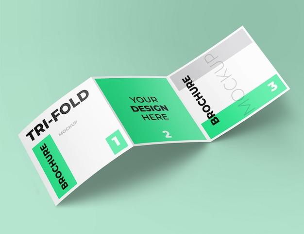 Realistyczny kwadratowy makieta broszury składanej na trzy sposoby