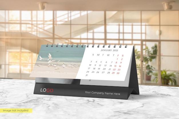 Realistyczny projekt makiety kalendarza na biurko