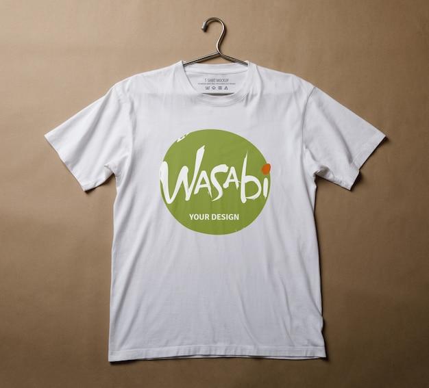 Realistyczny szablon makiety twórcy sceny biały t-shirt