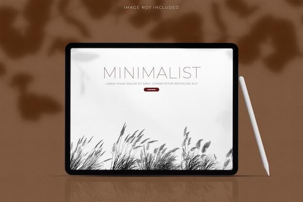 Realistyczny tablet mockup scene creator z nakładką cieni. szablon do brandingu tożsamości globalnej aplikacji do projektowania witryn biznesowych