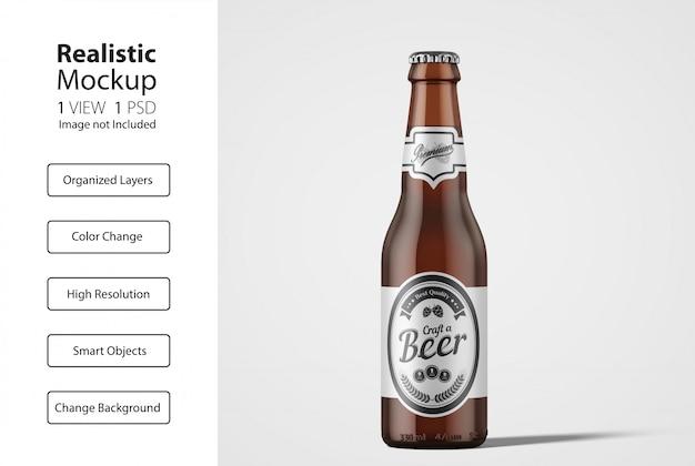 Realistyczny widok z przodu makiety opakowania butelki piwa