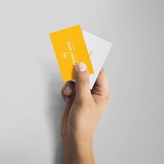 Ręka trzyma makieta wizytówki