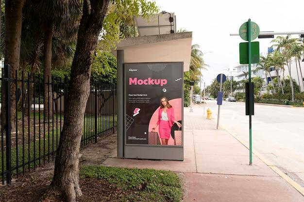 Reklama zakupowa na zewnątrz makieta wyświetlacza