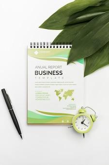 Roczny raport biznesowy szablonu pojęcie