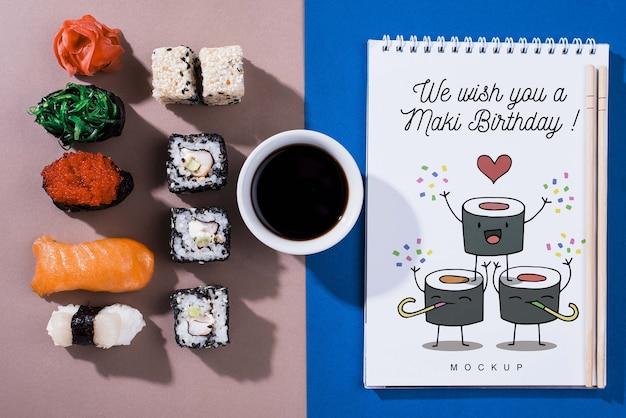 Roladki sushi z sosem sojowym i notatnikiem