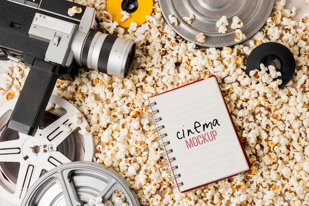Rolka kinowa z popcornem