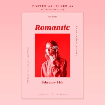 Romantyczna dziewczyna odwracając plakat