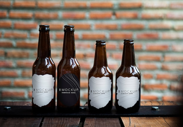 Różne makiety do butelek w kształcie piwa