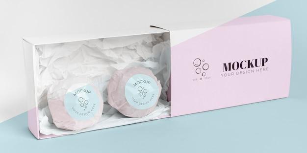 Różowe kule do kąpieli w pudełku