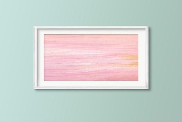 Różowy obraz na ścianie