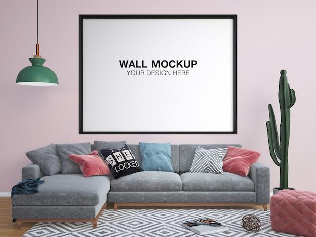Salon w różowym pastelowym kolorze z sofą, stołem, lampą i ramą