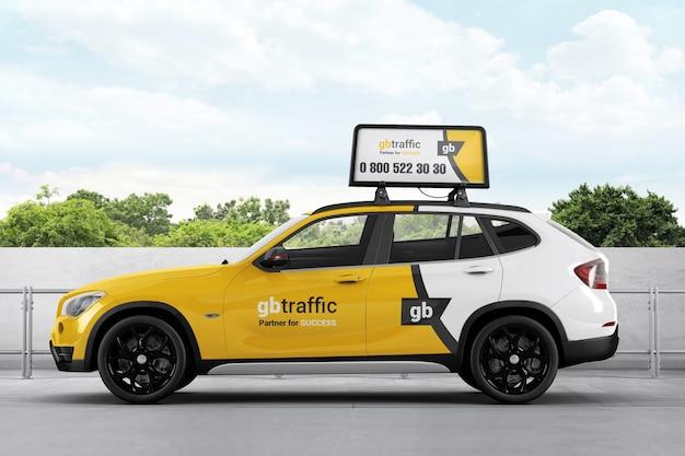 Samochód z wyświetlaczem reklamowym na makiecie widoku z góry