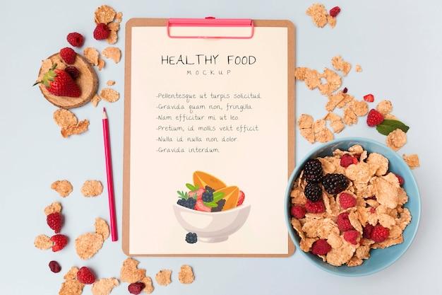 Schowek ze zbożami i owocami