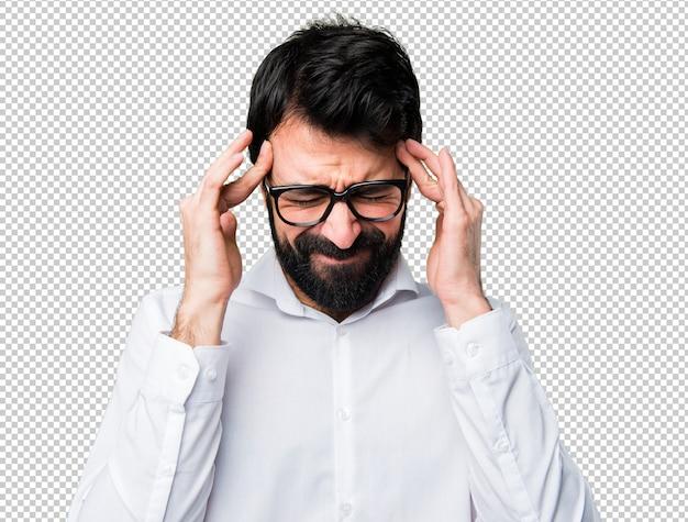 Sfrustrowany przystojny mężczyzna w okularach