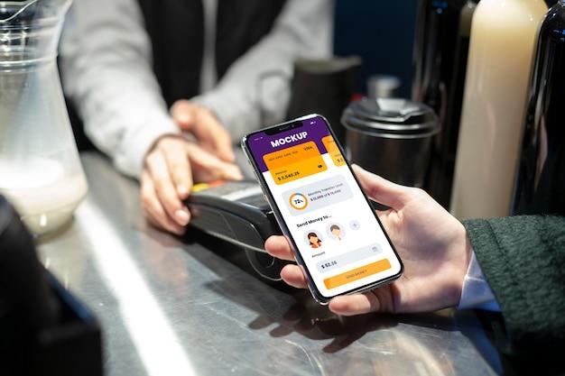 Skład makiety aplikacji do płatności mobilnych
