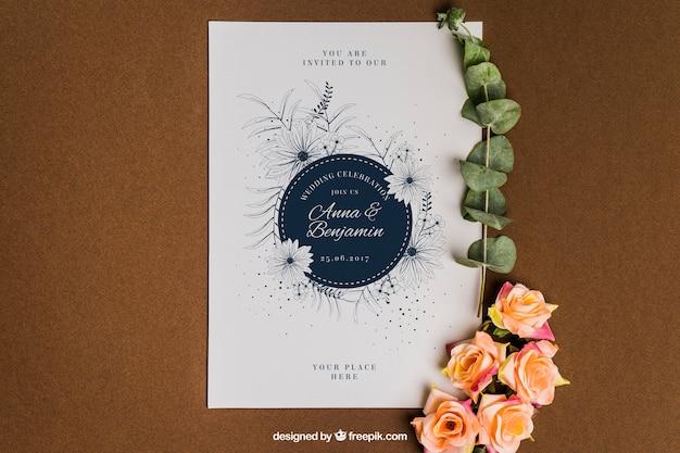 Śliczne kwiatowe papeteria ślubu mockup