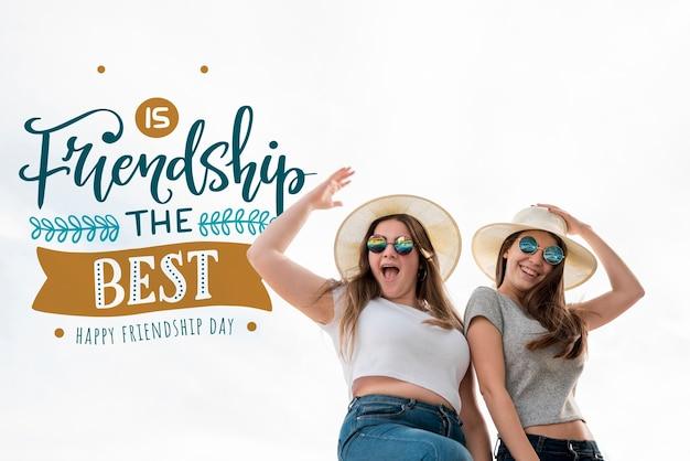 Śliczni przyjaciele świętuje dzień przyjaźni