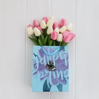 Słodka wiadomość na koncepcji wiosny papieru torby