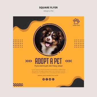 Słodki pies adoptuje ulotkę dla zwierząt domowych