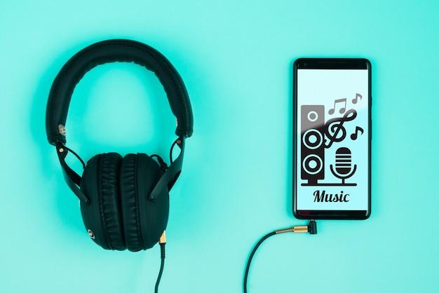 Słuchawki podłączone do smartfona