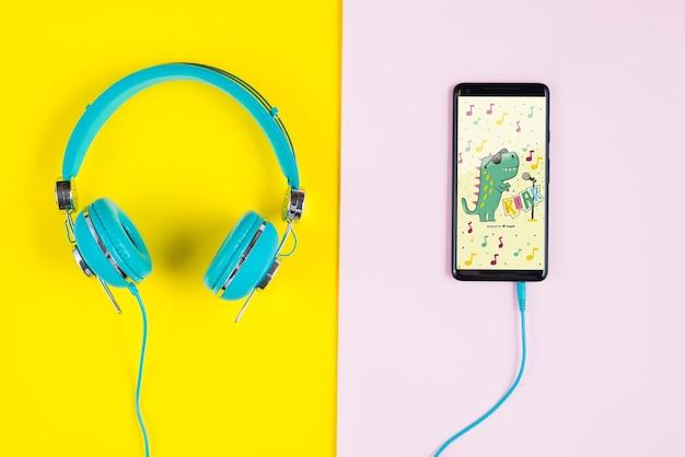 Słuchawki podłączone do telefonu