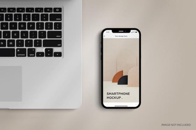 Smartfon z makietą pełnoekranową