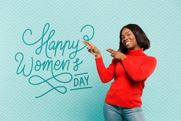 Średnio strzał uśmiechnięta kobieta ze stawianiem czerwony sweter