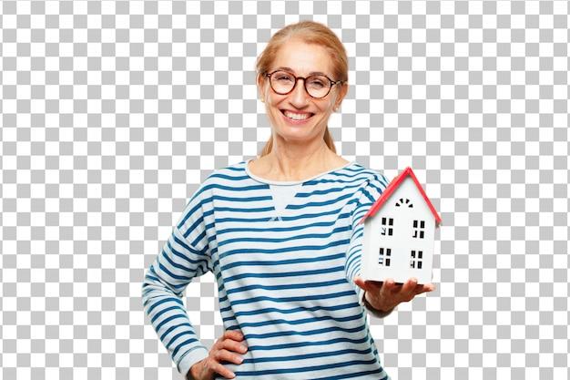 Starsza piękna kobieta z domowym modelem
