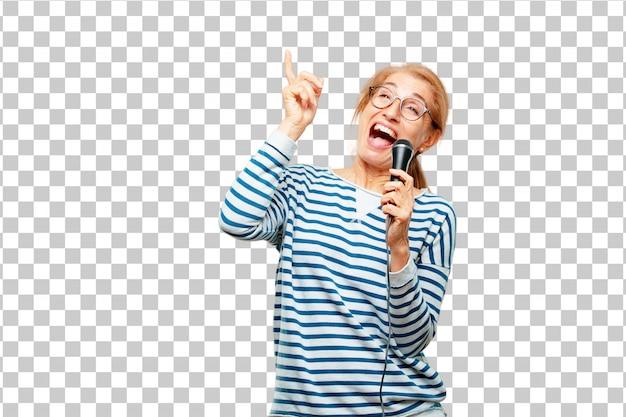 Starsza piękna kobieta z mikrofonem