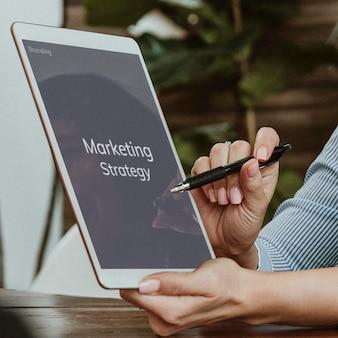 Strategia marketingowa na makiecie cyfrowego tabletu