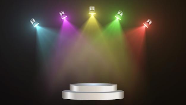Streszczenie pustej scenie z kolorowymi podświetlanymi reflektorami