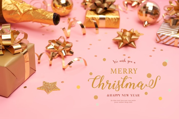 Strona internetowa z pudełkami na prezenty i ozdobami na stole na boże narodzenie